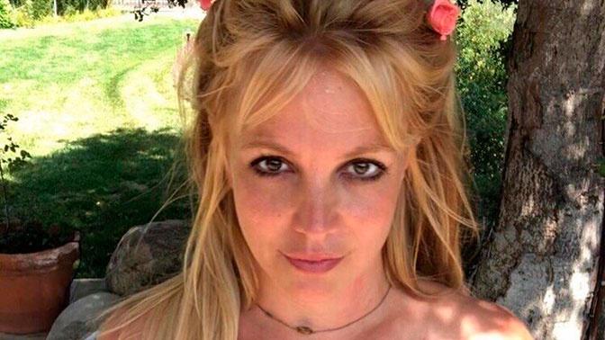 Фанаты Бритни Спирс заметили новые сигналы о помощи на ее странице