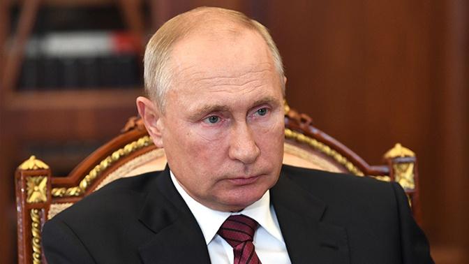Путин заявил, что одна из его дочерей сделала прививку российской вакцины от COVID-19