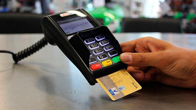 Эксперт рассказал о местах, где опасно расплачиваться банковской картой