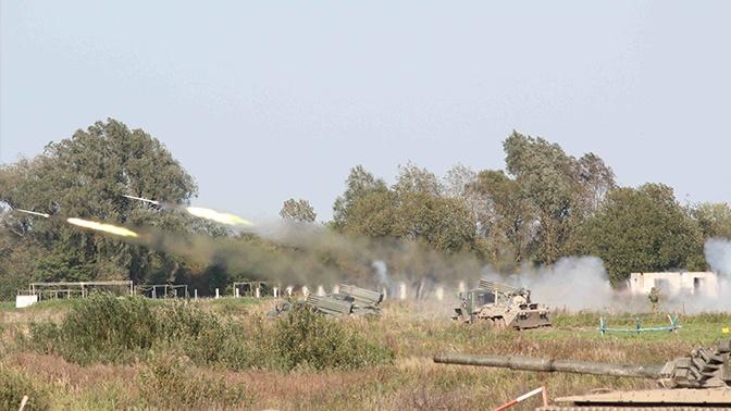 БМП-2, Т-72 и «Грады»: мотострелки провели учения со стрельбами под Калининградом