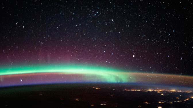 Два небесных феномена попали на снимок NASA