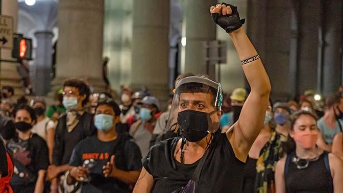 Коронакризис: экономист назвал предпосылки к «великой революции» в США
