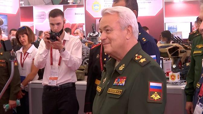 Панков открыл выставку военного образования на форуме «Армия»