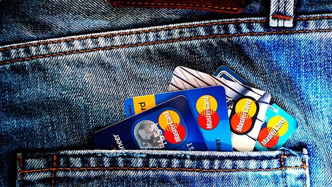 Эксперт объяснил, как обезопасить детские банковские карты от мошенников