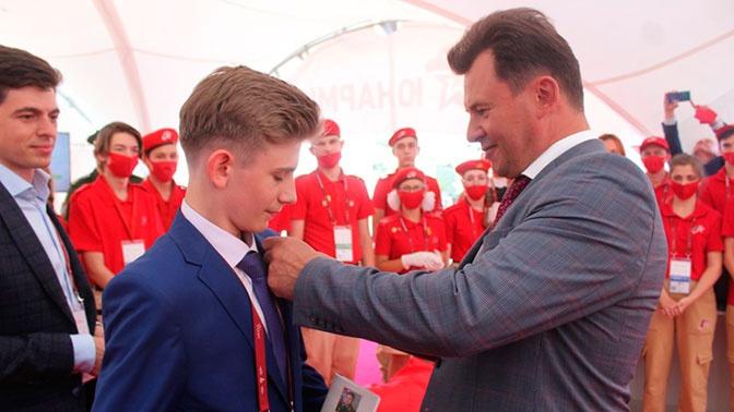 Роман Романенко посвятил в юнармейцы талантливого школьника из Калуги