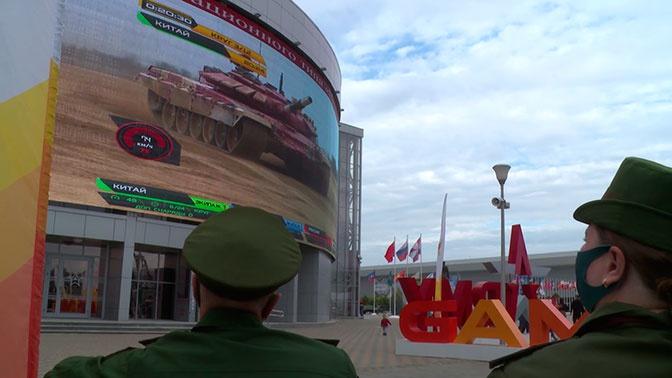 На фан-зоне АрМИ-2020 болельщикам показали прямую трансляцию финального заезда «Танкового биатлона»