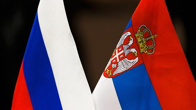 В Кремле отнеслись с уважением к решению Сербии на полгода отказаться от военных учений