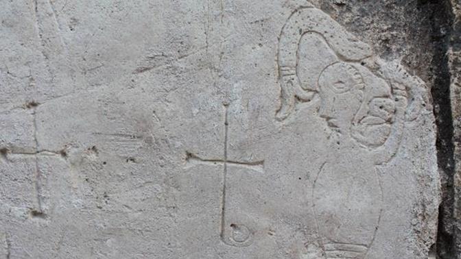 В храме Переславля-Залесского обнаружили древнее граффити с чудо-зверем