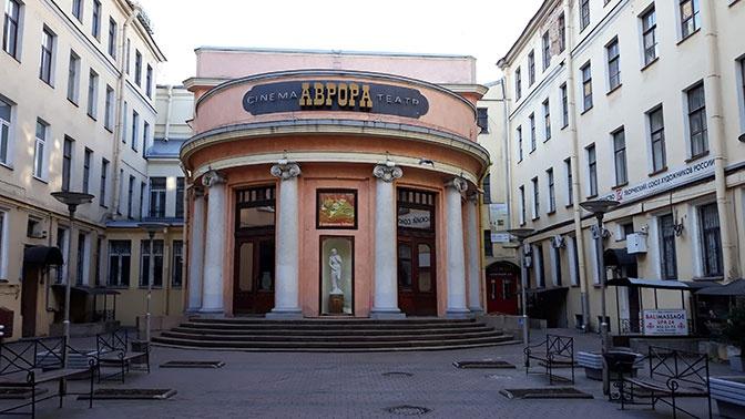В Петербурге возобновили работу театры и кинозалы