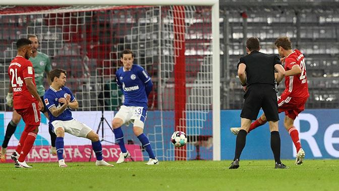 «Бавария» забила восемь безответных мячей в ворота «Шальке»