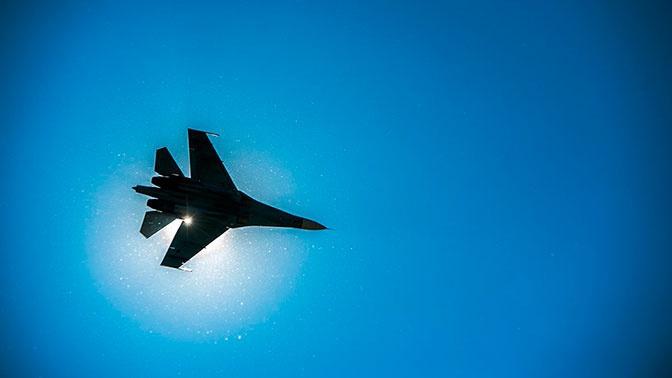 Российский Су-27 подняли на перехват бомбардировщиков ВВС США над Балтийским морем