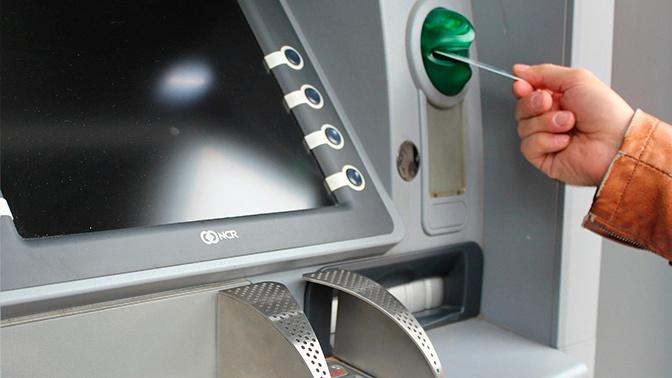 Эксперт рассказал, что делать при блокировке карты банкоматом