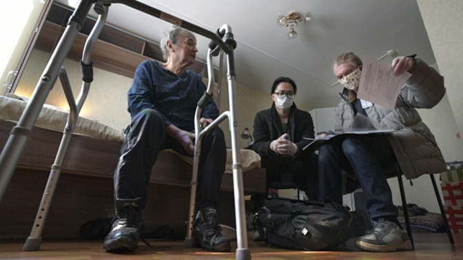 В Москве возобновят соцобслуживание граждан на фоне коронавируса