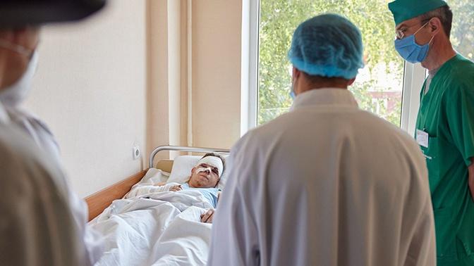 Зеленский посетил в госпитале выжившего в крушении Ан-26 под Харьковом