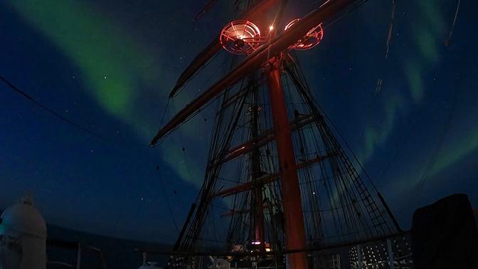 Холодный свет: кадры северного сияния с борта барка «Седов»