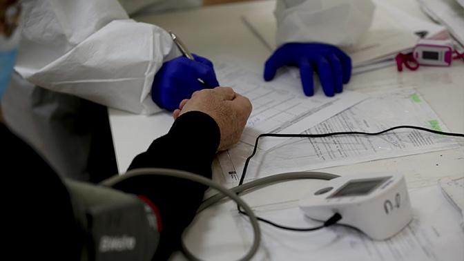 Доктор Мясников назвал симптомы COVID-19, при которых нужно ехать в больницу