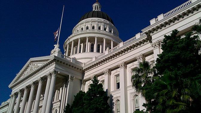 Сенат США принял временный бюджет, позволив предотвратить шатдаун