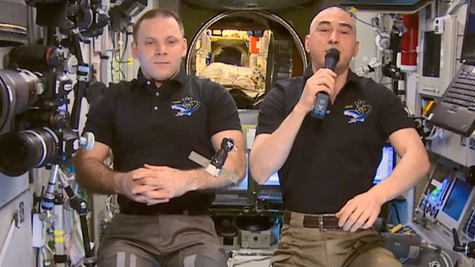 Космонавты МКС поздравили землян с годовщиной начала космической эры