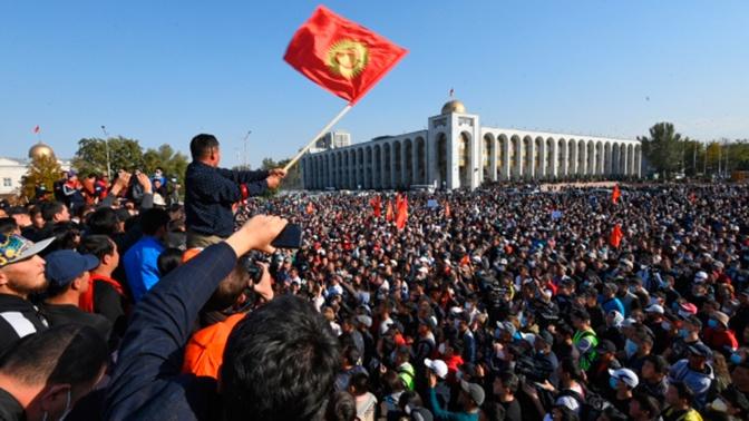Путин сообщил, что находится в контакте со всеми сторонами конфликта в Киргизии