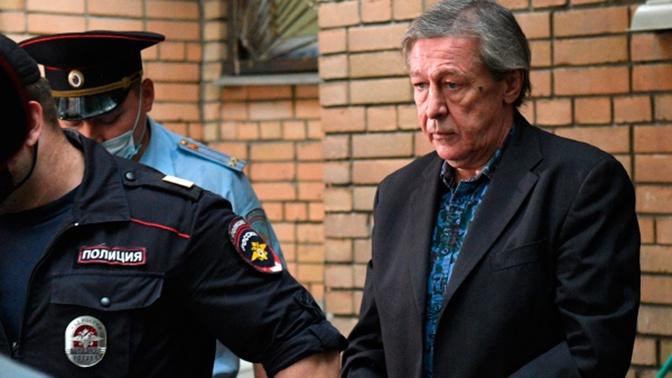 «За него все зоны бьются»: сестра Ефремова рассказала о жизни актера в заключении