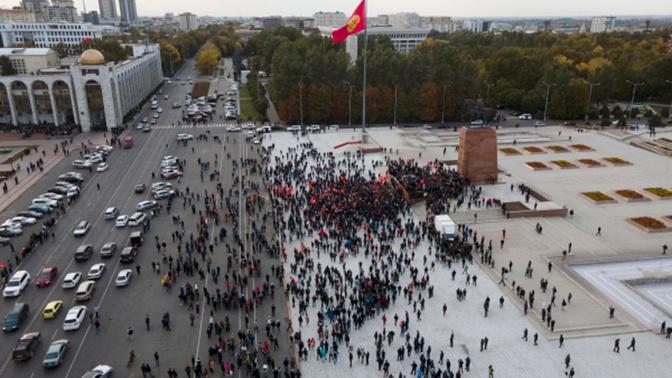 СМИ сообщили о появлении военной техники на улицах Бишкека