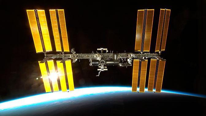 Экипажу МКС посоветовали загерметизировать сварочные швы скотчем