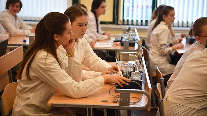 Школы Подмосковья продолжат работать в обычном режиме