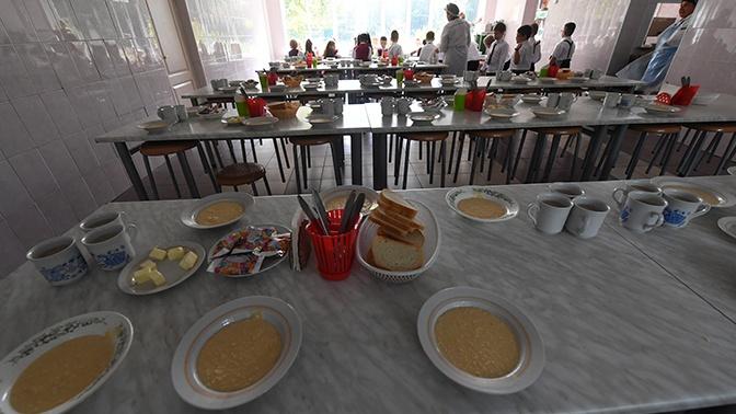 Путин поручил внепланово проверять питание школьников