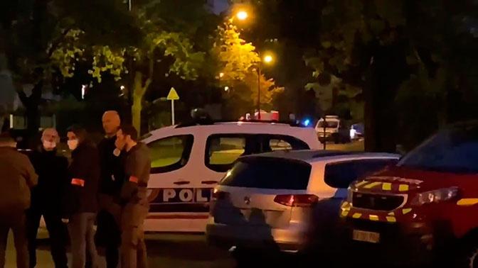Макрон назвал атаку с обезглавливанием в Париже терактом