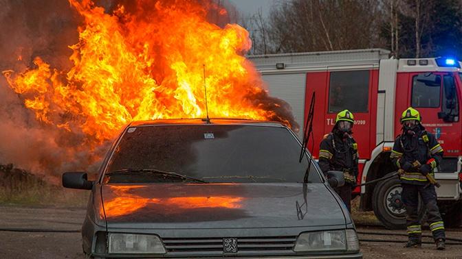 Считанные минуты: в МЧС объяснили, как успеть спасти горящий автомобиль