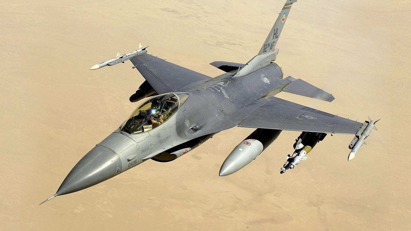 СМИ: США хотят подарить Болгарии два списанных истребителя F-16