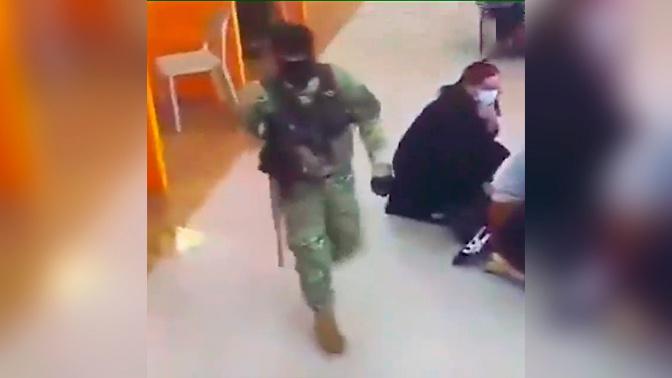 СМИ опубликовали кадры момента захвата заложников в банке Зугдиди