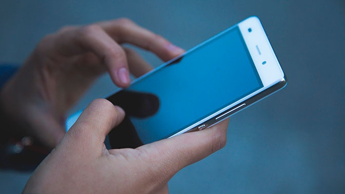 Названы способы отличить телефонного афериста от сотрудника банка