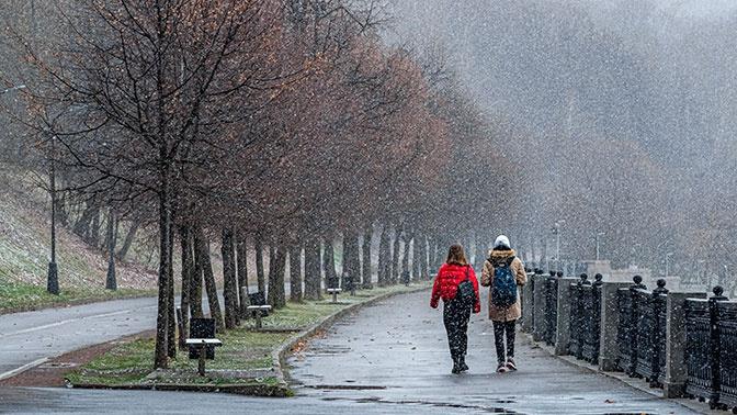 В двенадцать регионов РФ придет опасная погода с мокрым снегом и ветром