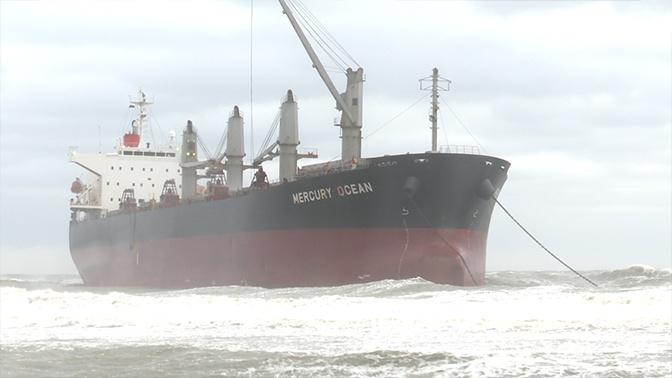 На помощь севшему на мель у берегов Сахалина сухогрузу отправили буксир