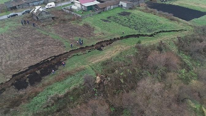 Разделило на две части: в Свердловской области прошел мощный оползень