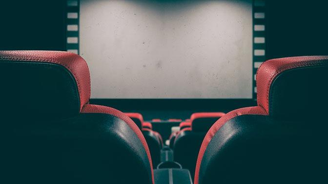 Путин предложил поддержать прокатчиков российских фильмов