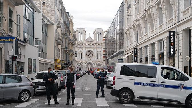 Макрон назвал терактом нападение в Ницце