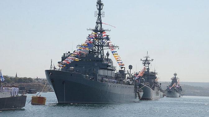 Главком ВМФ поздравил военных моряков с Днем моряка-надводника и Днем основания Российского регулярного флота