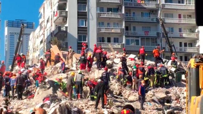Число погибших при землетрясении в Измире возросло до 39 человек