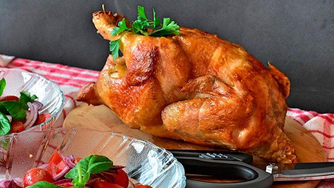 Названы опасные для здоровья части курицы
