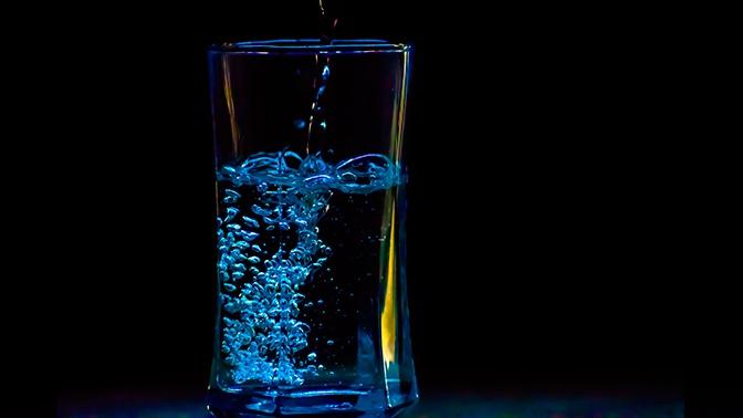 Ученые объяснили, почему алкоголь «обжигает» горло