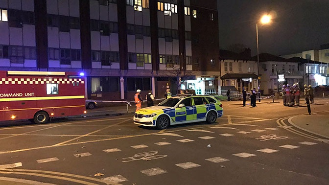 В Лондоне автомобиль протаранил полицейский участок