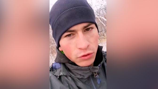 Омскому студенту приходится взбираться на березу для дистанционной учебы