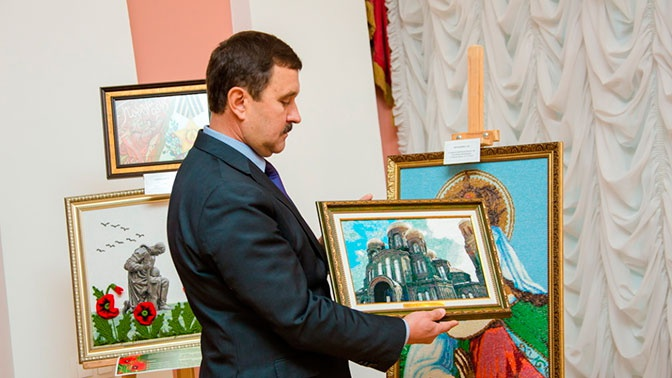 Главный храм ВС РФ изобразили в виде вышивки