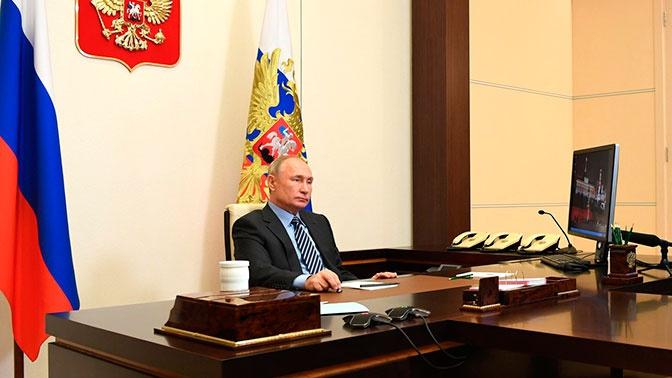 Путин заявил о недопустимости вычеркивания героических страниц из-за идеологизированности