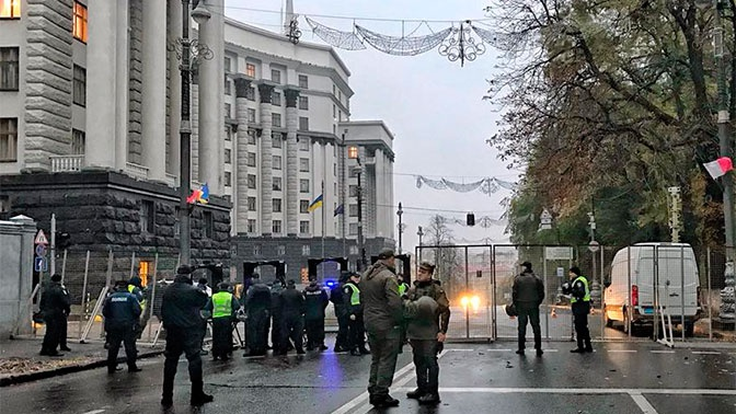 Здание Верховной рады оцепили после звонка о бомбе