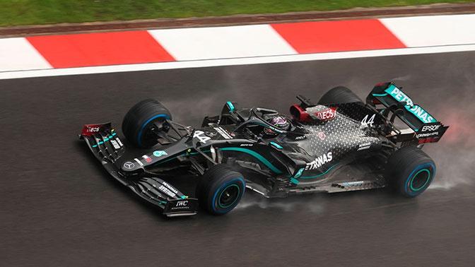 Хэмилтон выиграл Гран-при Турции, догнав по титулам Шумахера