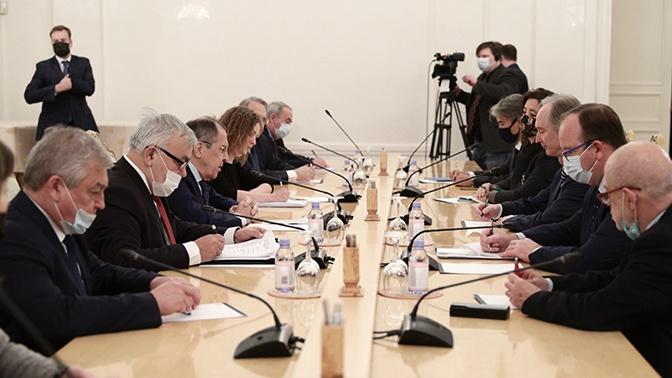 Лавров провел встречу со спецпосланником генсека ООН по Сирии