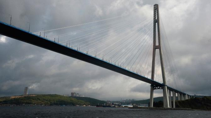 Мост на остров Русский в Приморье зарыли из-за обрушения льдин
